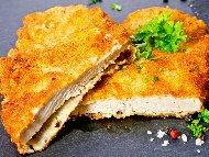 Рецепта Пържено панирано свинско контра филе (карета, контрафиле) в яйца и брашно